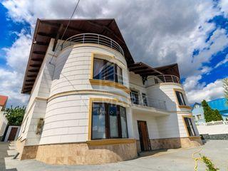 Vânzare casă 400 mp 7 ari 124900 €