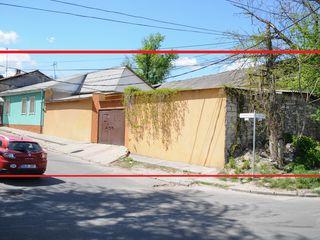 Casa in Centru, str. Armeneasca, cu teren si ograda  proprie