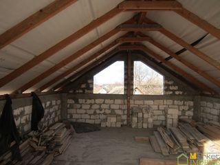 Casa din cotelet, suprafata de 100 m2 ( finisare 50%) pe teren de 23 ari