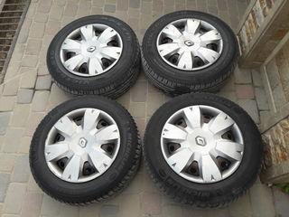 Michelin R15 195/65 rezina na diskah R15 4/100+Kalpaki ot Renault oceni horoshaea bez difectov
