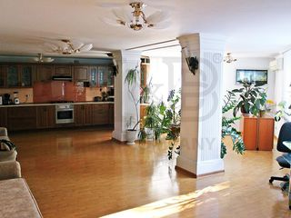 Apartament cu 5 odăi în sectorul Posta Veche.