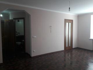 Продается 3 комн квартира на 1 этаже