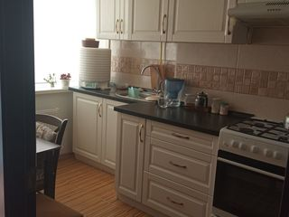 Apartament cu 1 odaie + living in Stauceni, euroreparatie. Mobila si tehnica. Supraveghere video.