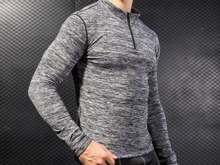 Bluza sportiva pentru fitnes si alergat. Marimea -L. Спортивная кофта для бега и фитнеса. Размер - L