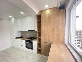 Vind apartament 3 camere + living. str. Sprincenoaia