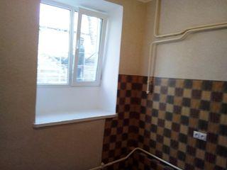 1 комнатная полноценная брежневка с ремонтом , продает хозяин