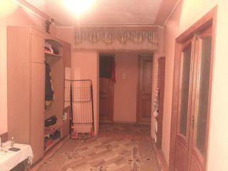 urgent!!!se vinde apartament in stare buna se poate de locuit in el deodata fara probleme!!rate!!!