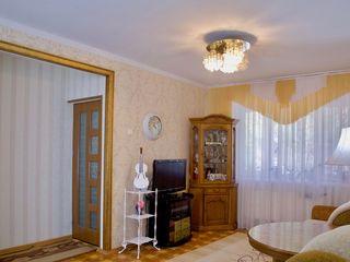 Продается 3- комнатная квартира с автономным отоплением! На1 этаже.