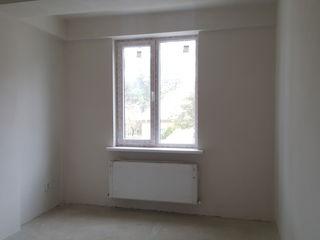 Apartament cu 2 odai la etajul I in casa noua construita cu III nivele