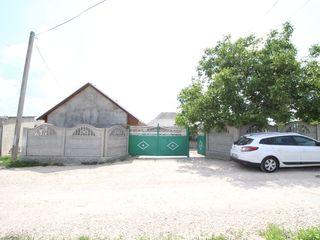 De vânzare casă cu 1 nivel 150 m2 pe 10 ari de pământ privatizat în or. Ialoveni! Urgent!