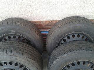 Продам   шины  с дисками  р 15  195  на 65  от мерседеса ц клас