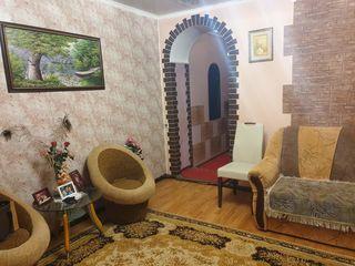 Apartament la sol cu 3 camere, încălzire autonomă, euroreparație, centru !