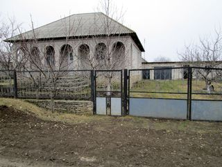 se vinde Casa cu Gradina in orasul Floresti, pret 25000 euro (negociabil)