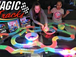 Magic tracks luminos 220 piese Masina jucarie constructor