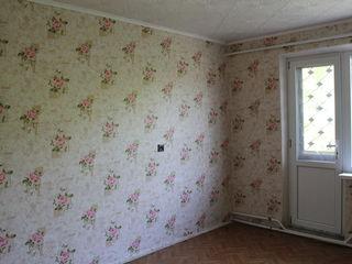 Vind urgent apartament 3 odai,etajul 4.Raionul Anenii Noi,satul Merenii Noi,18 Km de la Chisinau.