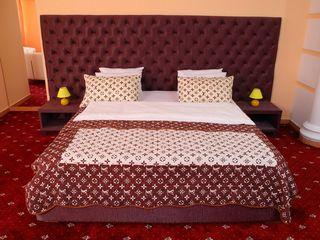 B. Super pret pentru camere in hotel de 4 stele pe ora si pe noapte