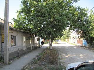 Половина дома  70 м2 на 1.5 соток земли в г.Бельцы район центр , ул. Чиприян Порумбеску
