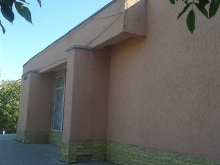 Продается часть коммерческого помещения в центре г.Дубоссары, недорого!