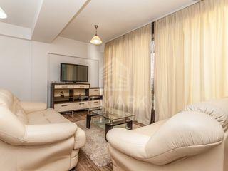 Spre chirie, apartament cu 3 odăi, Centru str. Ștefan cel Mare, 500 €