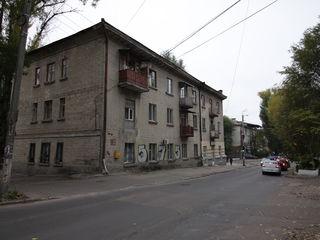 Продам 2-х комнатную на Рышкановке