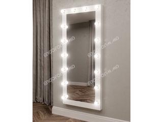 Oglinda pentru proba cu becuri. Примерочное зеркало с лампами. Fitting mirror.