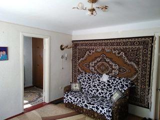 Продается 3- комнатная квартира с автономным отоплением этаж 1из2, можно под жилье, офис, есть место