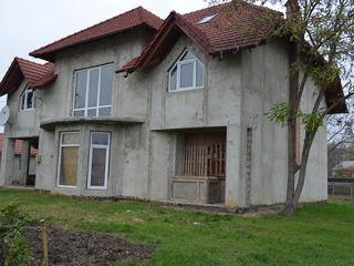 casă cu 2 nivele și mansarda