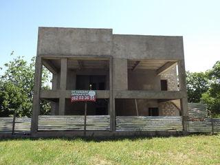 Офисные, под коммерцию, производственные помещения, на первой линии в Оргееве
