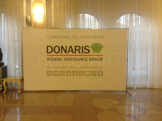 Press wall, brand wall, fotopanou, fotostand, banner expozitie, conferinta