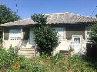 Spre vânzare casă, r. Ialoveni, satul Rusestii Noi, reparatie cosmetica. 9000 €