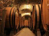 vin de casa ,negru si alb: вино домашнее