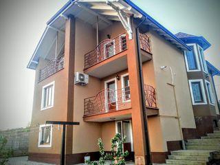 Se vinde casa in Or. Hincesti, cu 3 nivele, complet mobilata, toata tehnica incorporata urgent