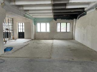 Сдаем производственно-cкладское помещение 365м2! 2,8м потолки! Две двери! Производственный пол!