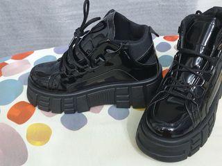 Обувь ASOS и другая обувь.