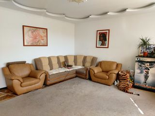 Apartament 3-cam. in casa privata, buiucani, 75000e (jumate de casa)