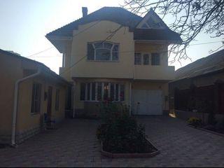 Продается 2-ух этажный дом+ мансарда,220м2. Центр, ул. Фынтынелор.
