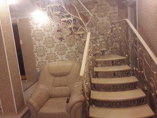 продается новый дом 200 кв м. в центре Единец