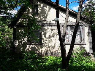 Участок 6 соток с домом в Тогатин. Рядом с Hanul lui Vasile.