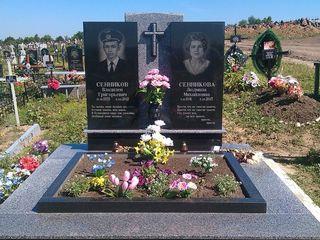 Monumente funerare. Памятники из гранита.