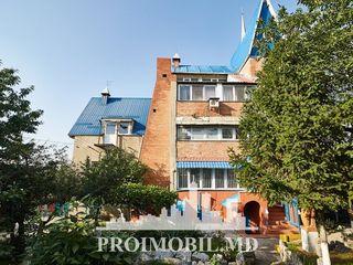 Ialoveni! vilă cu 3 nivele, 5 camere, mobilate! 140 mp + 38 ari!