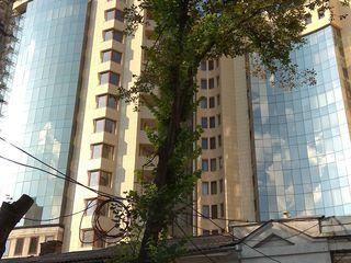 Просторная, элитная квартира возле Российского Посольства. Улица Штефан чел Маре.