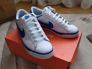 Продам кроссовки Nike .новые.