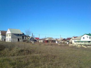 Продам участок в 15 мин езды от кишинева в с.учхоз-кетросу