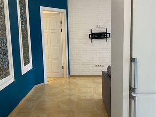 Apartament ultracentral, Columna/S.Lazo