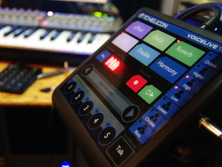 TC Helicon Voicelive touch.