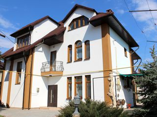 Chirie! Telecentru, str. Ialoveni, casă în 3 nivele, 400 m2, Euroreparație!