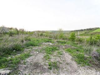 se vinde 5 ari de teren in marginea orasului