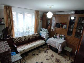 Vând cameră în cămin  cu comodități proprii !
