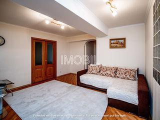 Se dă în chirie apartament cu design individual, amplasat în sect. Centru, pe str. Serghei Lazo.