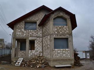 Se ofera spre vinzare casa in 2 nivele,or.Budesti,str.M.Eminescu!
